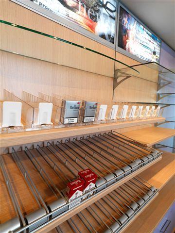 Arredamento negozi tabaccheria sardegna for Arredo tabaccheria