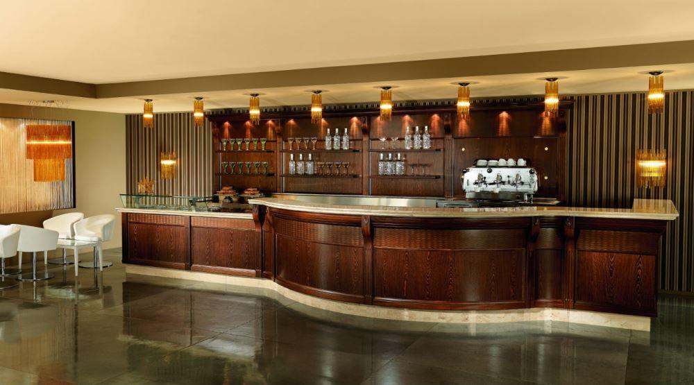 Prezzo banco bar completo guida alla scelta dell 39 arredamento for Arredamento bar usato milano