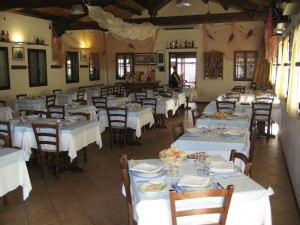 Arredamenti agriturismo cucciari arredamenti sardegna for Arredare pizzeria