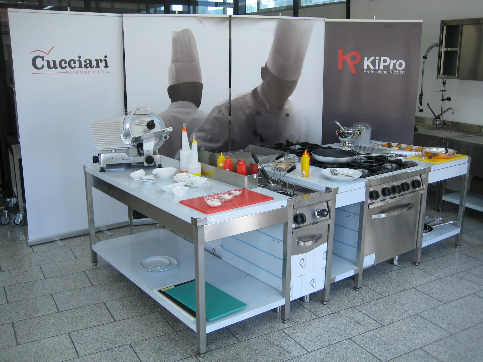 Progettazione e vendita attrezzature e arredamenti cucine professionali Sardegna