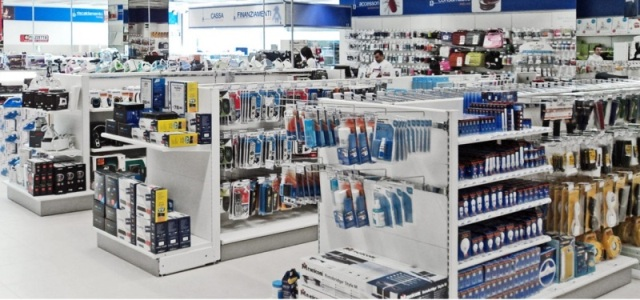 arredamenti negozi informatica